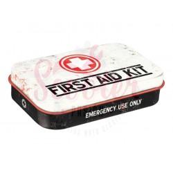 Pastillero XL 6x9,5x2cm First Aid Kit de Nostalgic Art